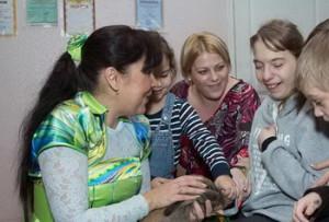 Питомцы Фельдман Экопарк порадовали детей с особыми потребностями